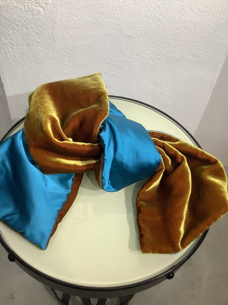 Bergs Prive` scarf